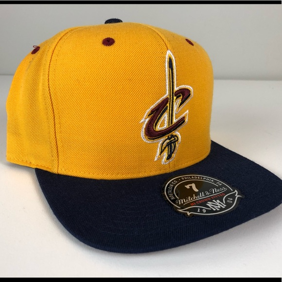 best service c1ed4 19dec Cleveland Cavs Mitchell   Ness Fitted Hat NWT